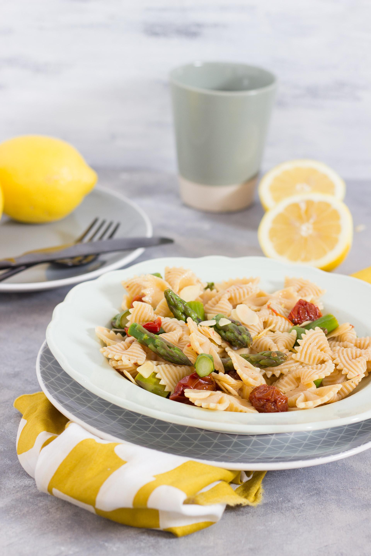 Pasta asparagi pomodorini e limone