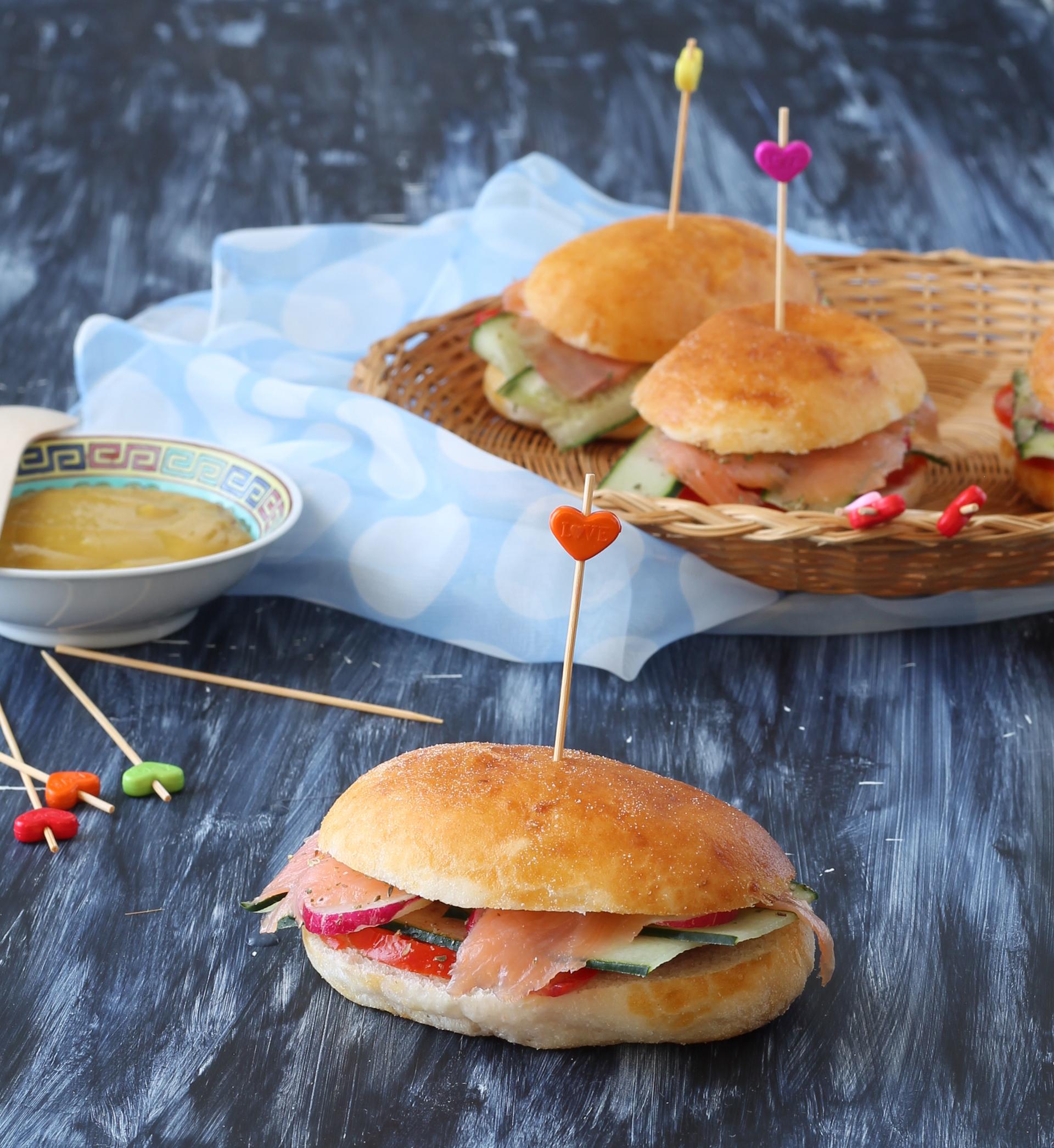 Panini senza glutine con salmone e cetrioli - Say Good