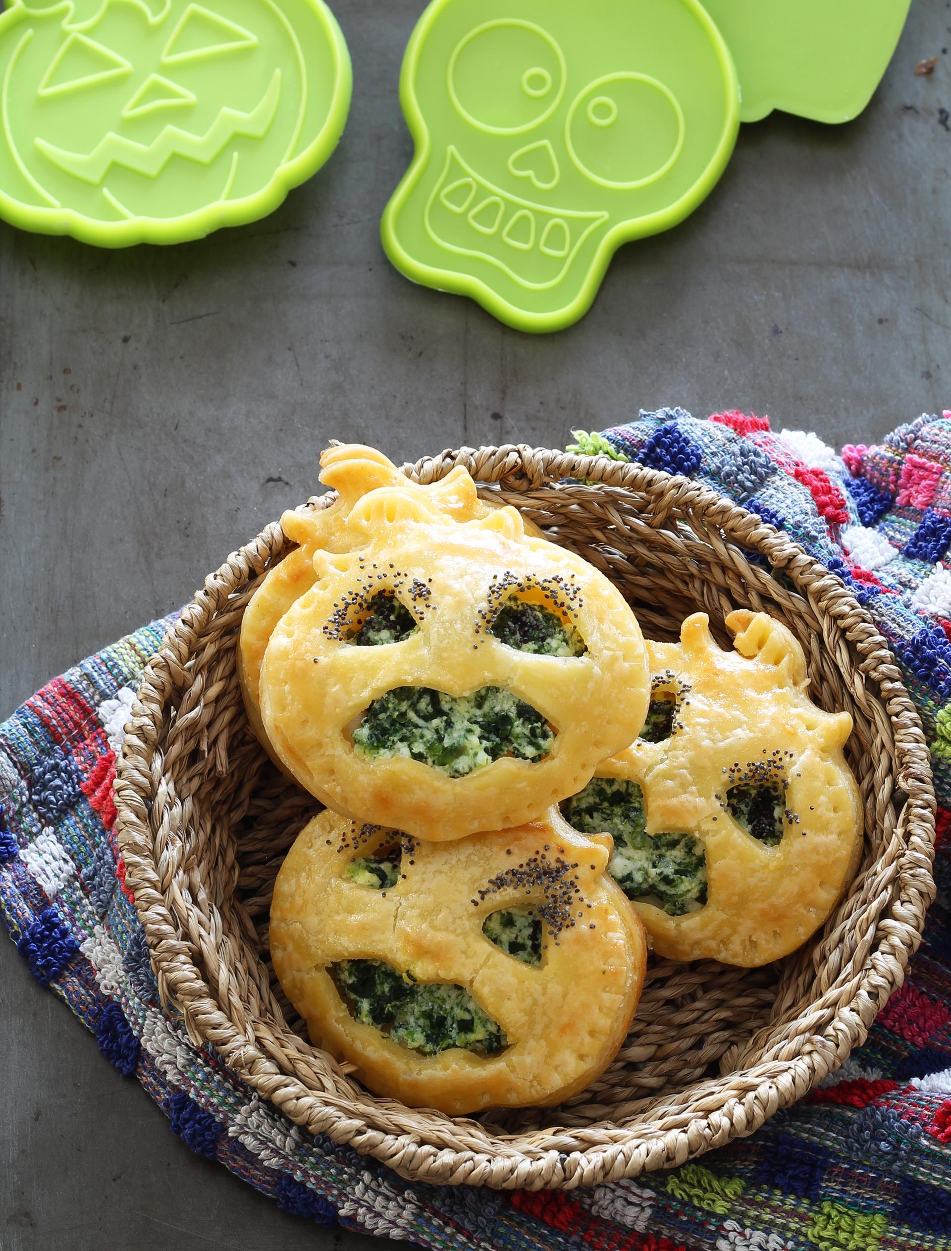 Sfogliette con ricotta e spinaci per Halloween. Ricetta gluten free
