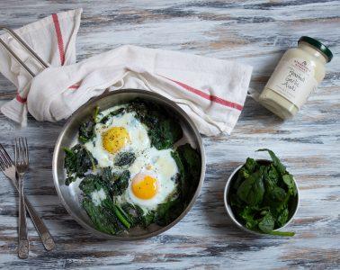 uova fritte con spinaci