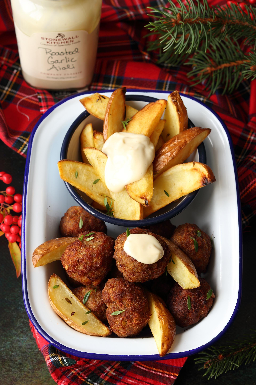 Polpette piccanti e patate fritte con Roasted Garlic Aioli