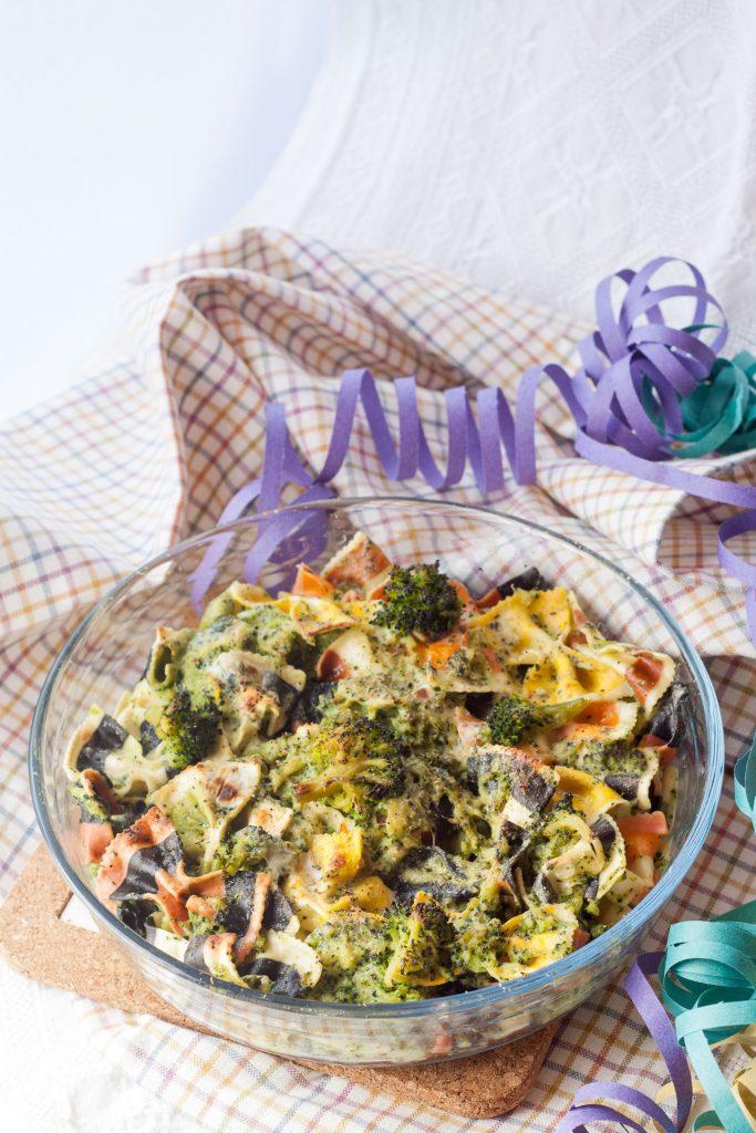 Pasta colorata panna e broccoli gratinata