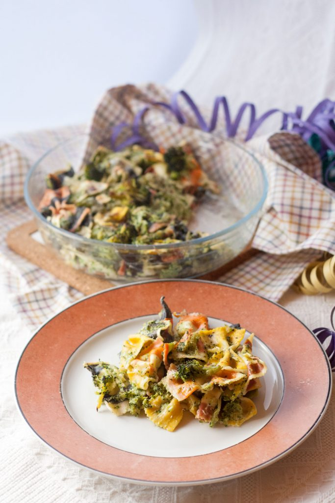 Pasta colorata con panna e broccoli - ricetta di Carnevale
