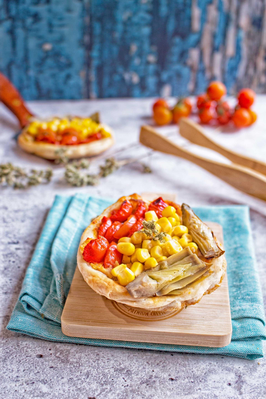 sfogliatine con carciofi mais e pomodori